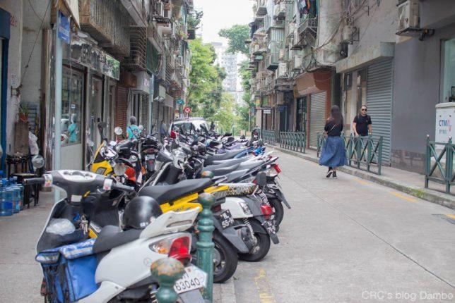 マカオのバイク駐輪風景