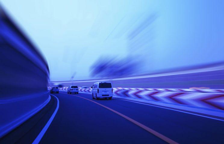 (7)横滑り防止装置:コーナリング時など車体が不安定になった際、自動的にブレーキやエンジン出力を制御し、車体を安定させる