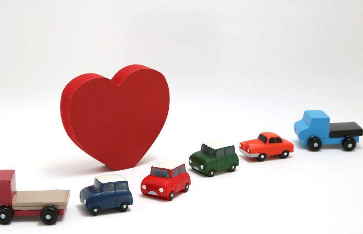(8)ADPTIVE CROUISE CONTROL:前の車との車間距離を一定に保ちつつ、自動的に追随走行する