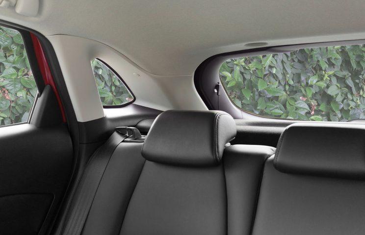 (11)Blind-Spot Warning:車線変更の際、死角領域の車を感知し、運転者にインジケーターで知らせる