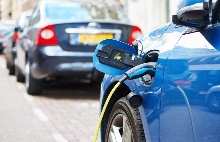 Gasoline & Diesel車を購入したユーザーの何%がPHEV・EV車を比較検討しているのだろうか