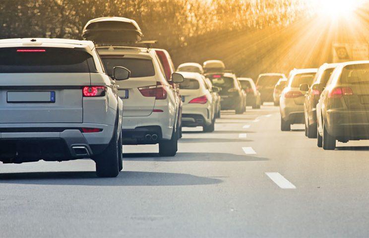 (2)車線逸脱防止(Line Keep Assist):車線を逸脱しそうになると警報音を発したり、自動的にステアリングをアシストしたりする